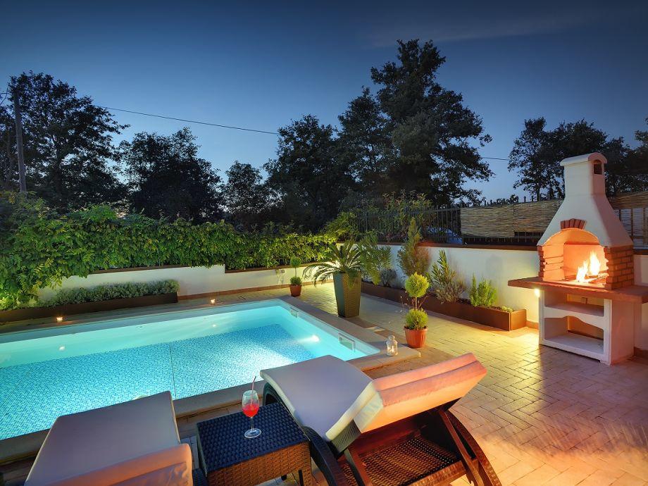 Wunderschöner Pool für romantische Abende