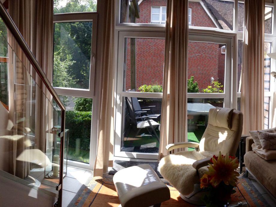 Wohnzimmer mit großer Fensterfront