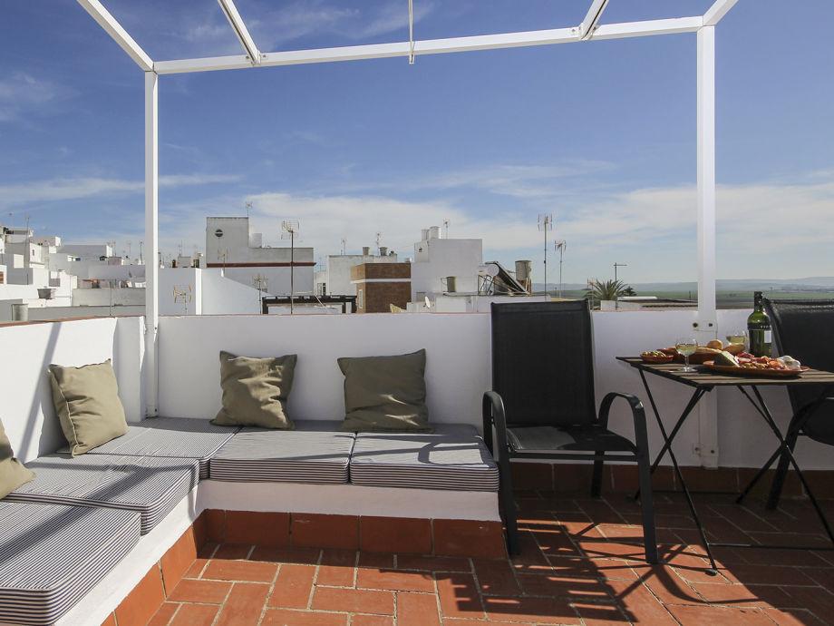 Dachterrasse mit Schattenpergola und Meerblick