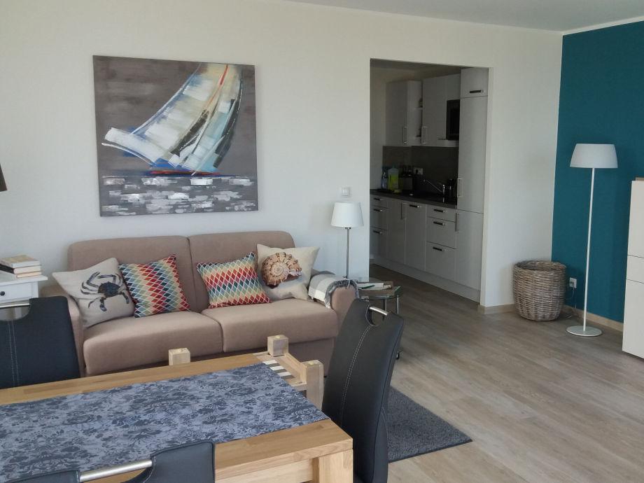 gemütliches Sofa und Eßbereich