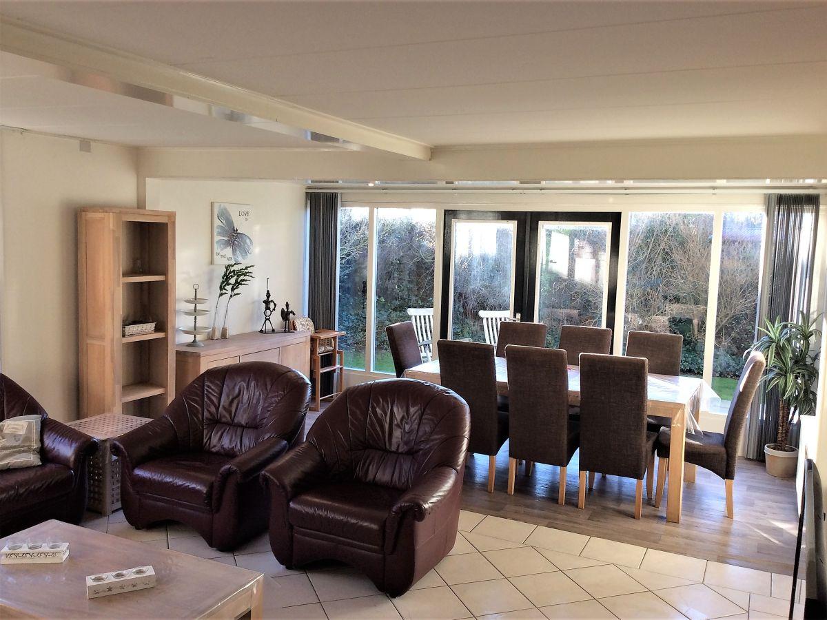 Ferienhaus ria nord holland julianadorp firma gerard for Wohnzimmer mit esstisch