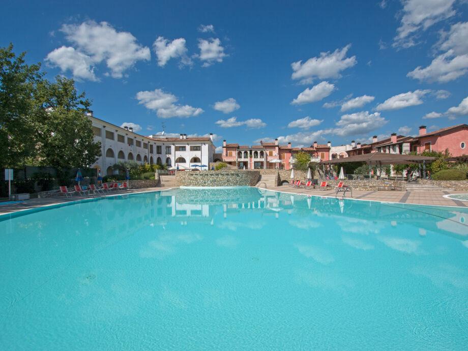 Manerba Resort mit Pool