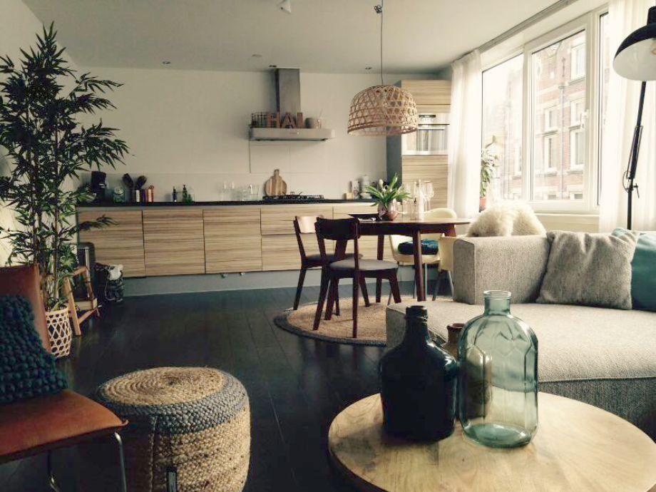 Sehr komplett ausgestattetes Wohnzimmer