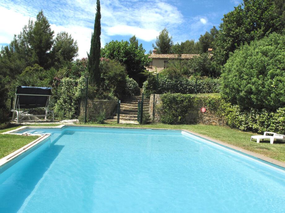 Pool, Garten und Haus