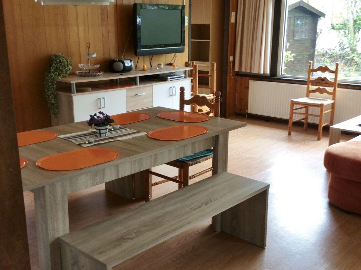 Ferienwohnung margriet nord holland julianadorp firma for Wohnzimmer mit esstisch