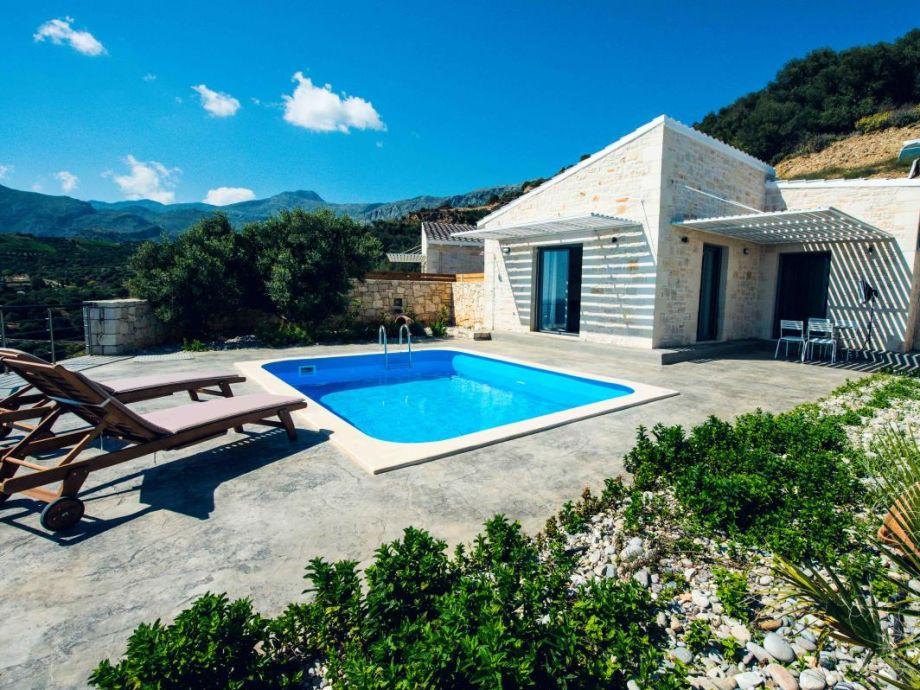 Plakias 2 mit Terrasse, Garten und Pool