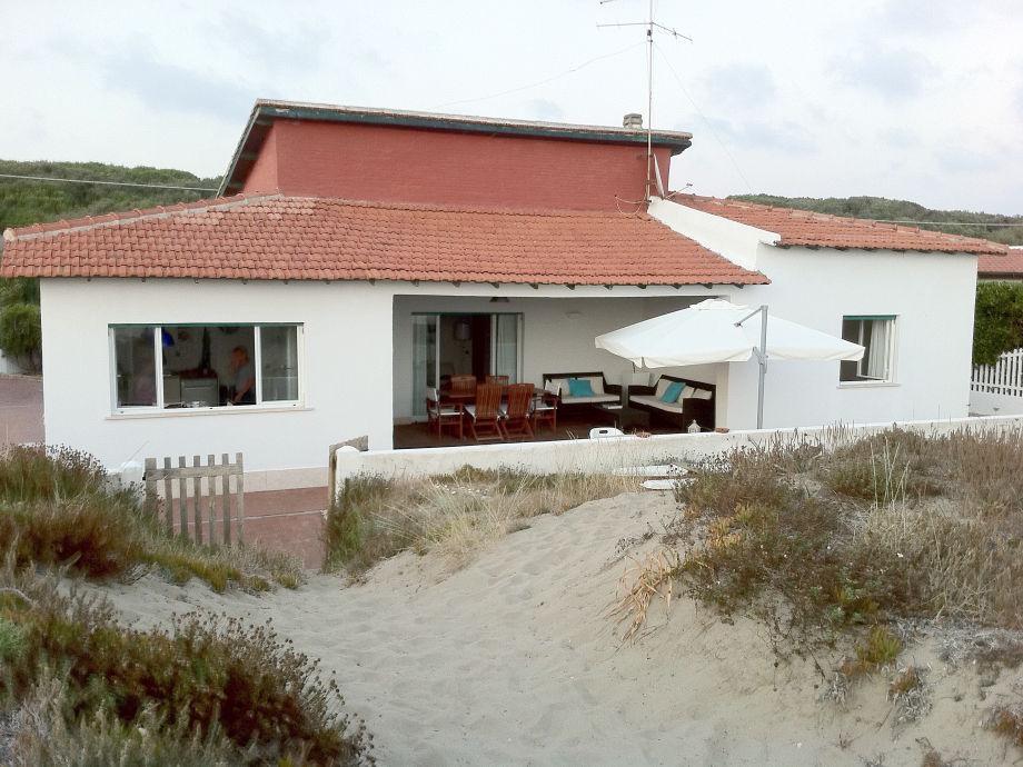 Außenaufnahme Villa am Strand