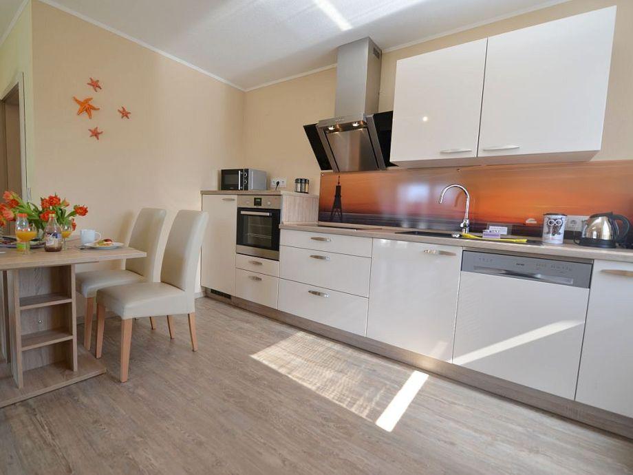 Küchenzeile Geschirrspüler,Backofen und Mikrowelle