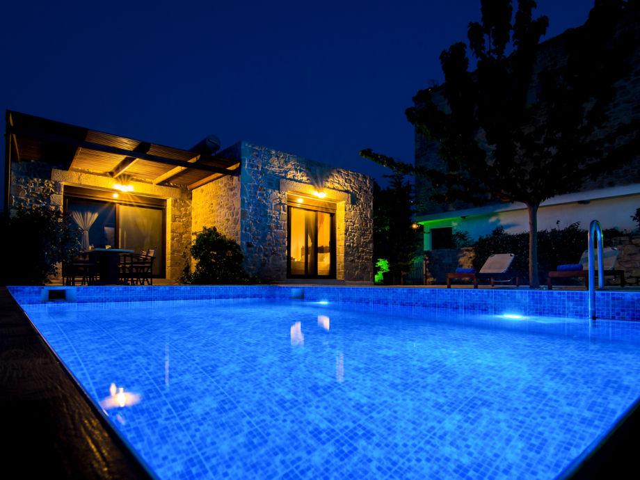 Außenaufnahme Luxus Villa Taf