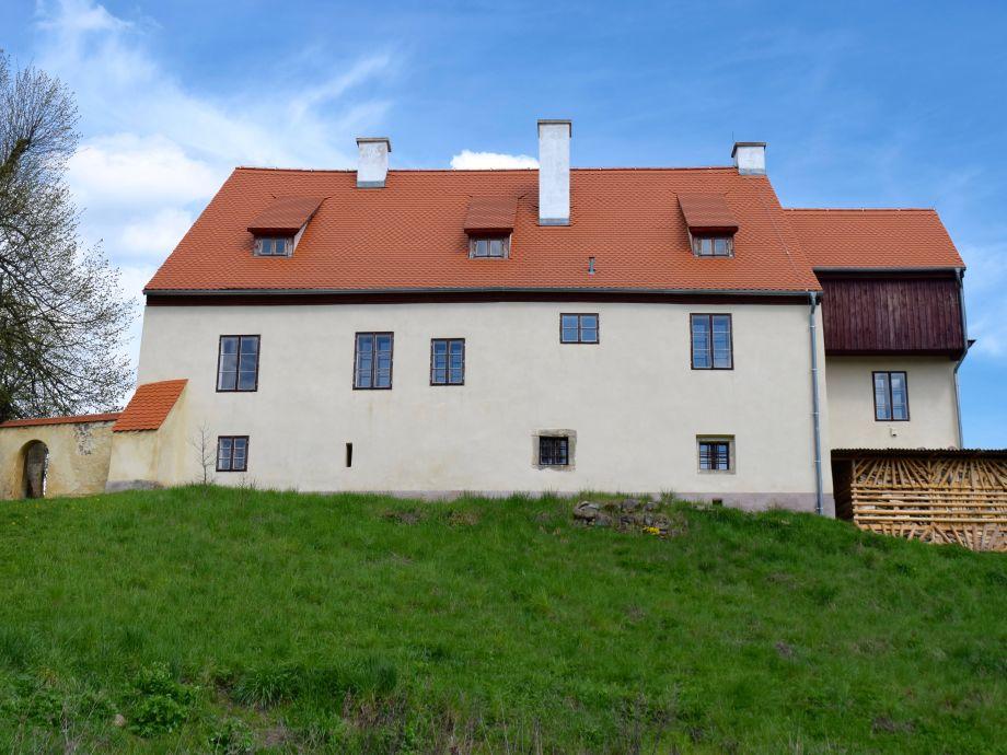 Außenaufnahme Historische Villa mit Garten