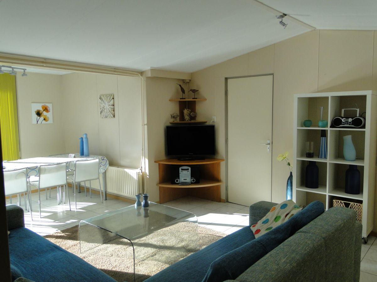 Apartment studio 1 zeeland cadzand bad firma bungalow for Wohnzimmer mit esstisch