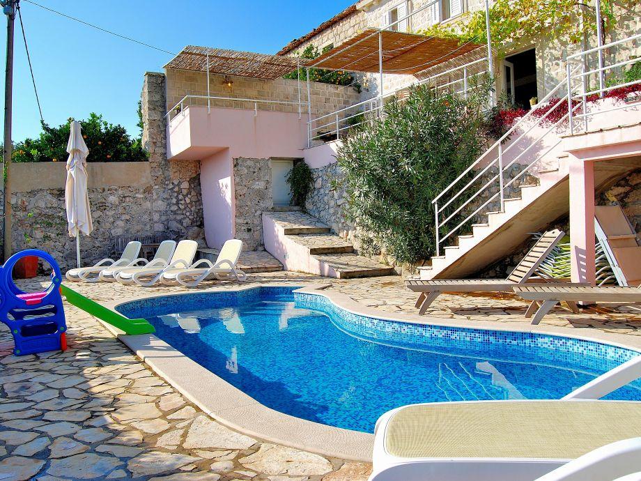 Villas garden with pool