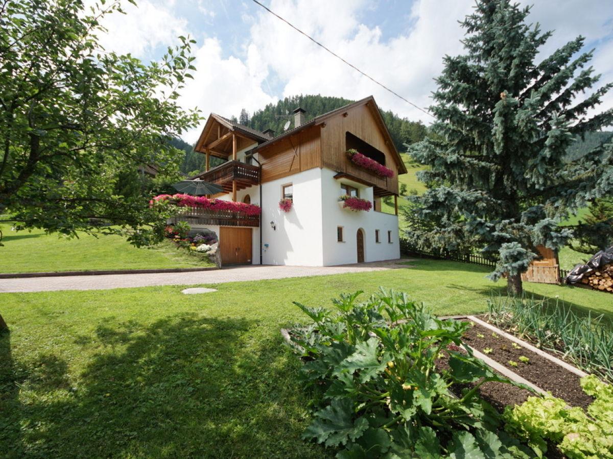Ferienwohnung marlene dolomiten familie moling for Haus mit garten