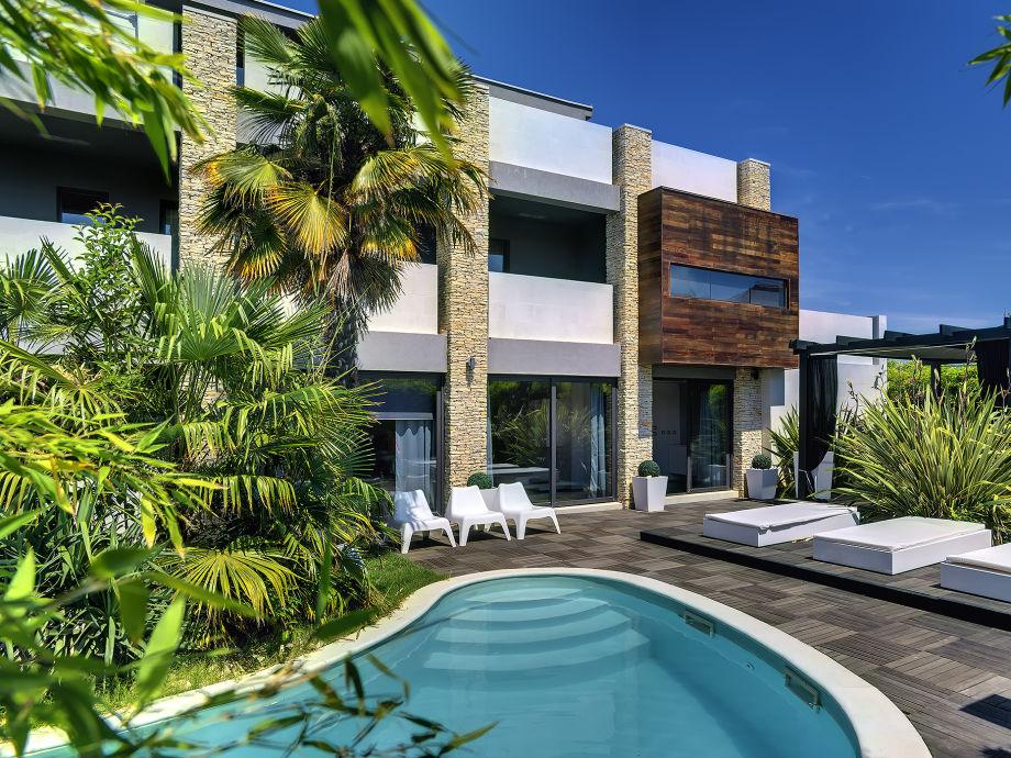Haus eingang mit Außen Pool
