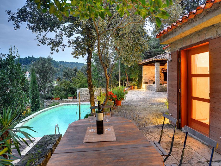 Terrasse beim Pool