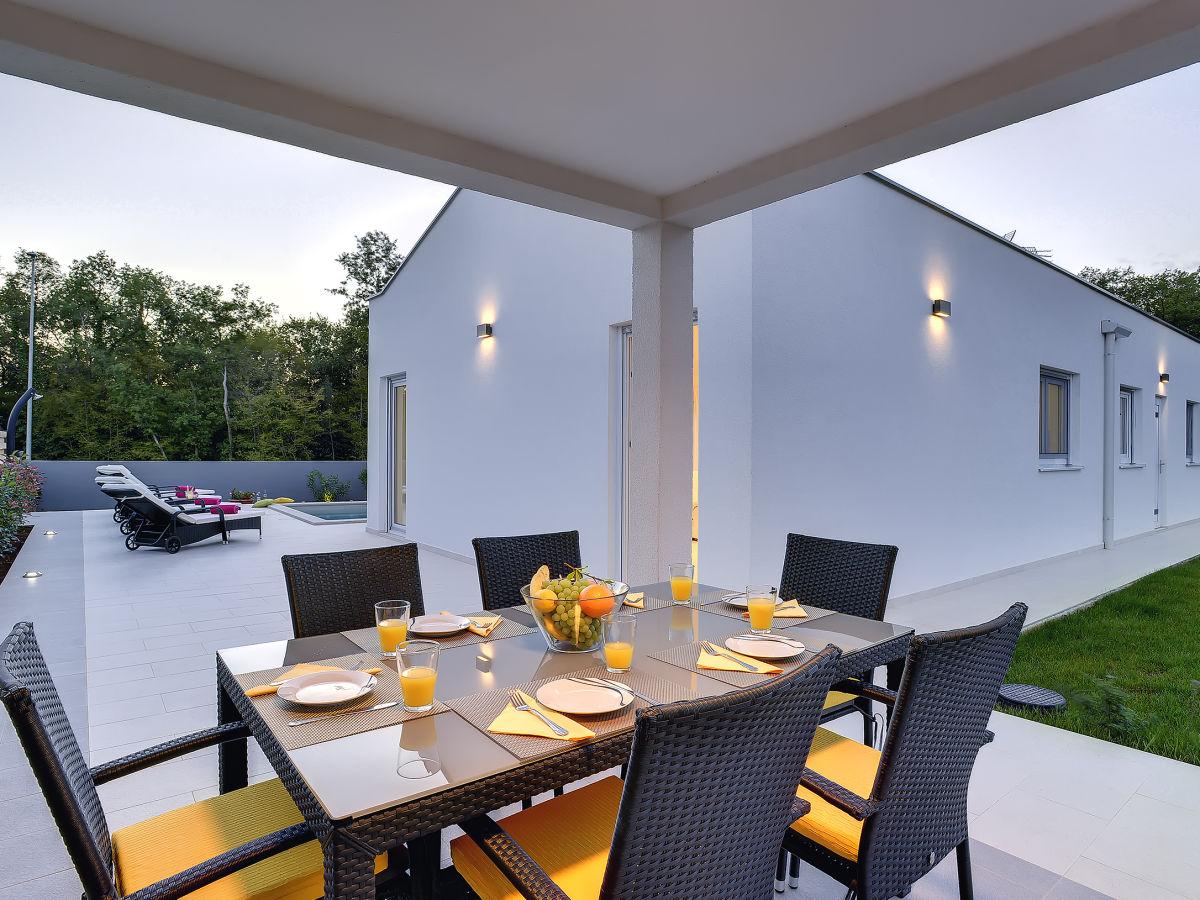 villa dobranka barban istrien firma tourist agency luna rossa mr kristian tanger. Black Bedroom Furniture Sets. Home Design Ideas