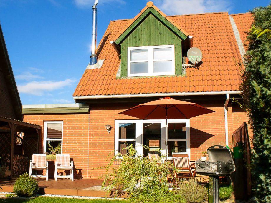Hausrückseite mit Terrasse