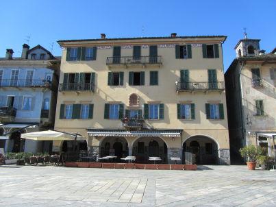 «SANTUZZA» Mit Seesicht direkt am Lago Maggiore