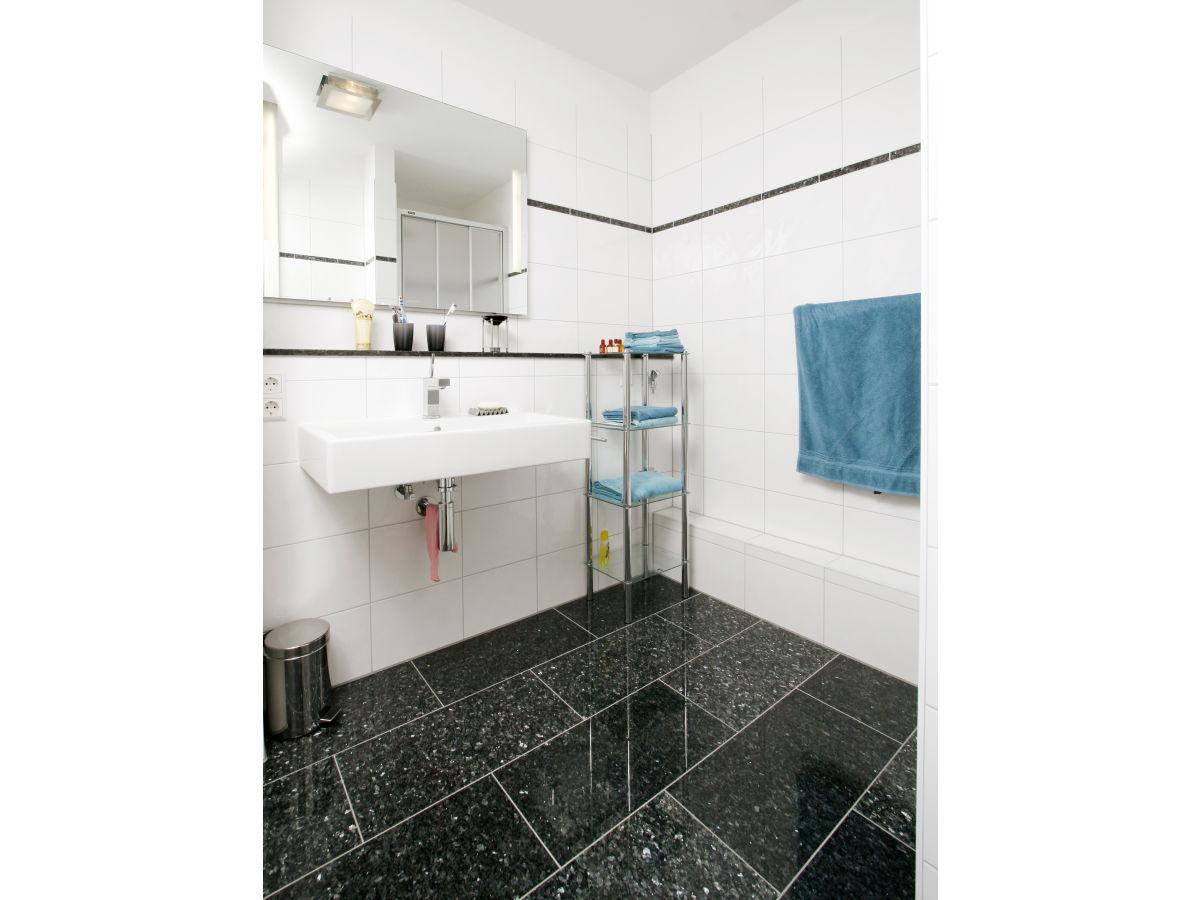 ferienwohnung freiburg design appartement schwarzwald firma brittas ferienwohnungen frau. Black Bedroom Furniture Sets. Home Design Ideas