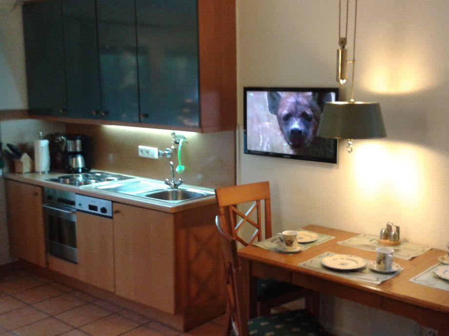 Komplett eingerichtete küche mit essplatz für 3 pers