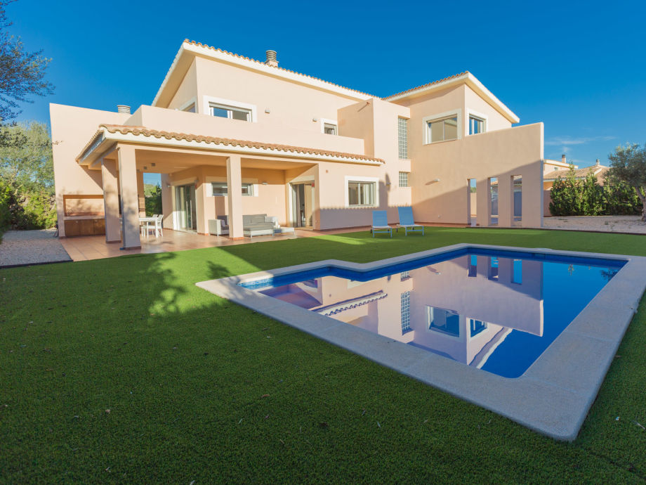 Villa Vinyola mit Pool