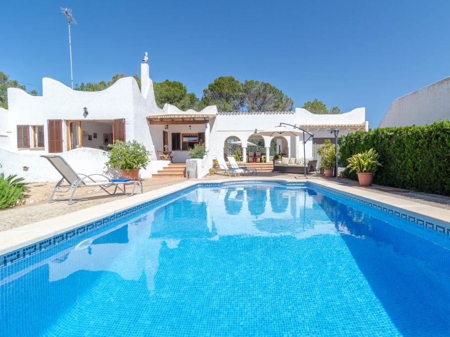 Villa mit riesigem Pool