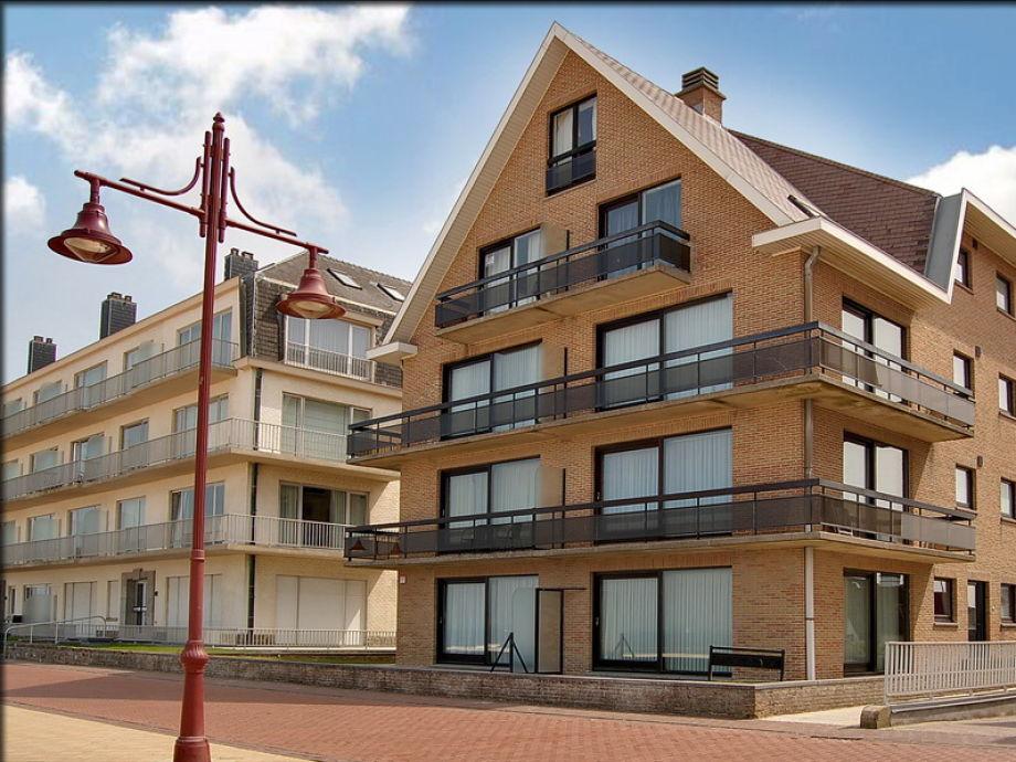 Gebäude Diamond Beach an der Strandpromenade