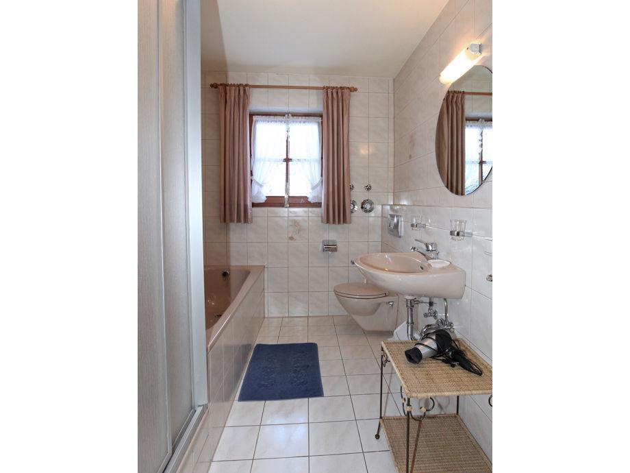 Ferienwohnung arnika oberbayern grainau firma for Badezimmer mit dusche und wanne