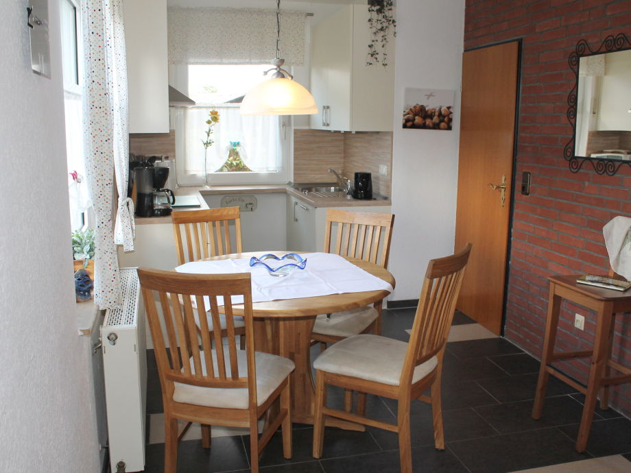 Blick vom Essbereich in die Küche