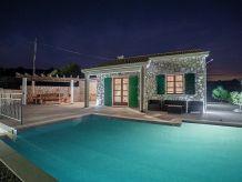 Ferienhaus Traditionelles Haus mit Pool