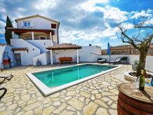 Ferienhaus Maria mit Pool
