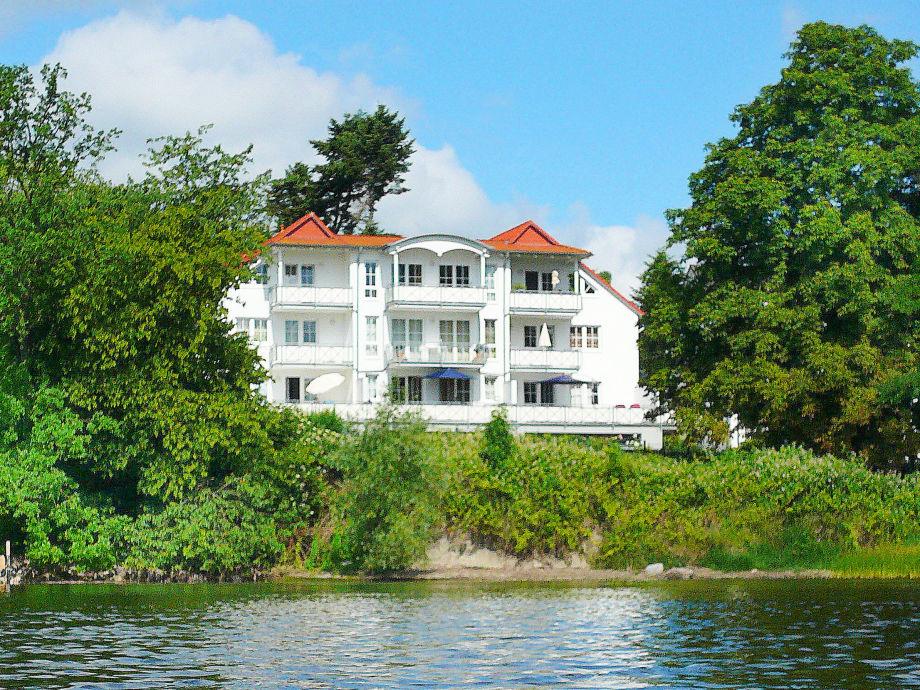 Die Wasserseite der Villa Vilmblick