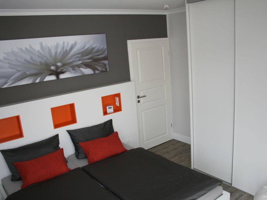 kleiderschrank mit fernseher kleiderschrank mit. Black Bedroom Furniture Sets. Home Design Ideas