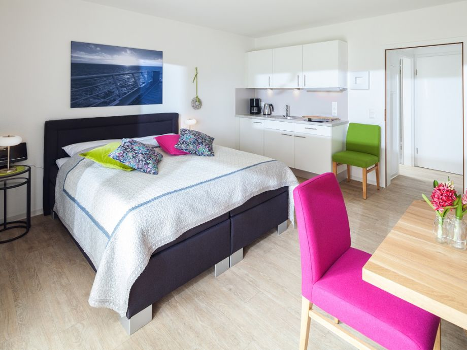 Wohn- Schlafzimmer mit Küchenzeile