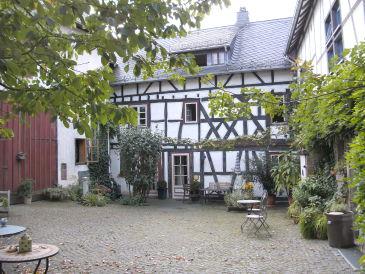 """Holiday apartment """"SchwalbenSchwarm"""" im Fachwerkhof"""