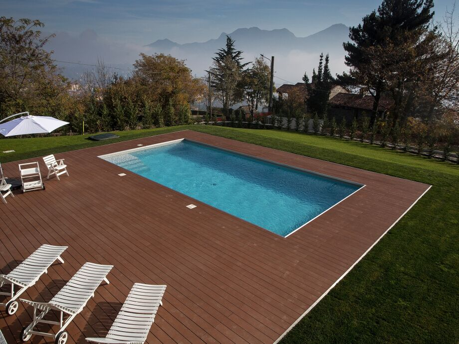 Privater Pool (ca. 5 m x 10 m)