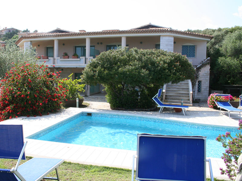 Strandnahe Pool-Villa