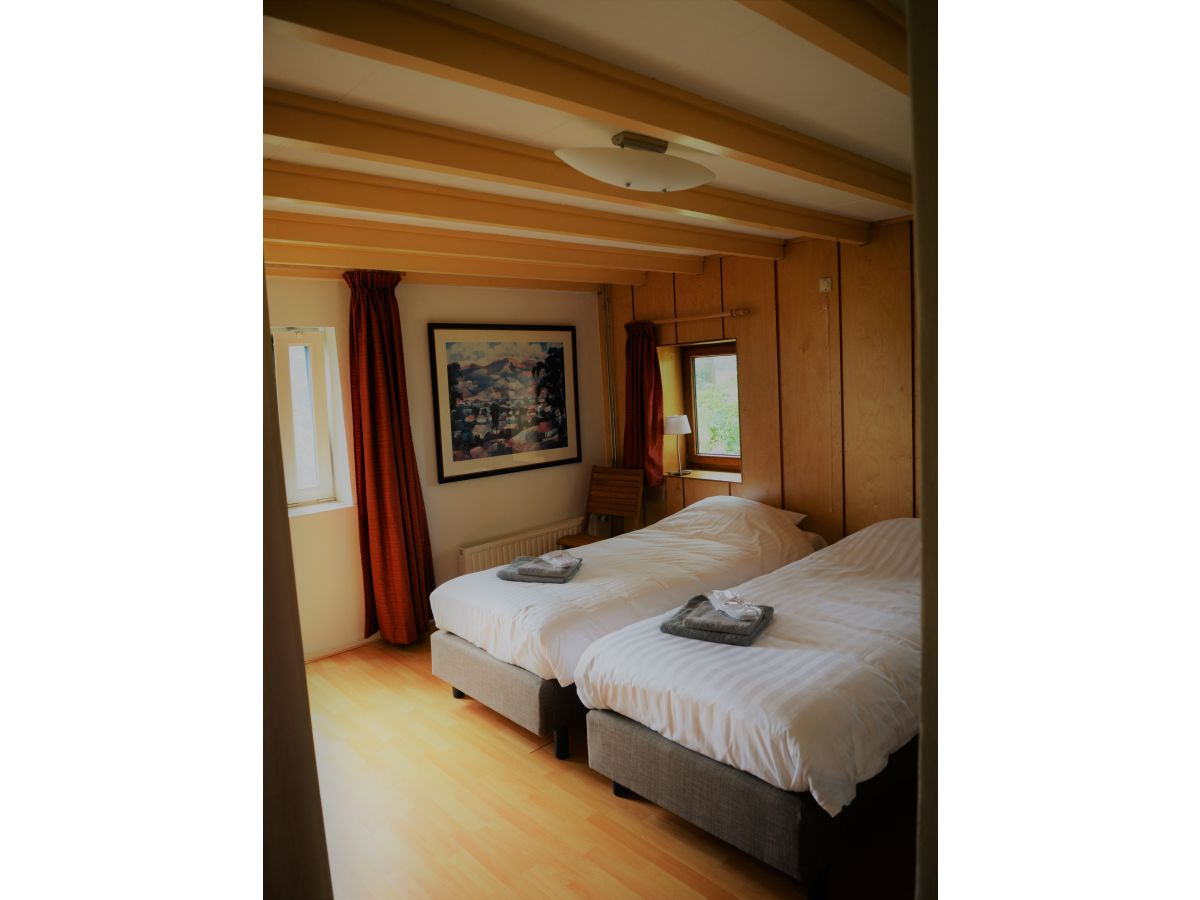 Holiday house vrijzicht netherlands friesland grou for Master bedroom with attached nursery