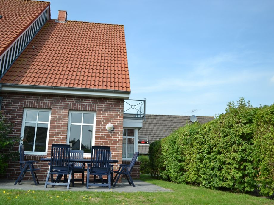 Garten mit sonniger Süd-Terrasse