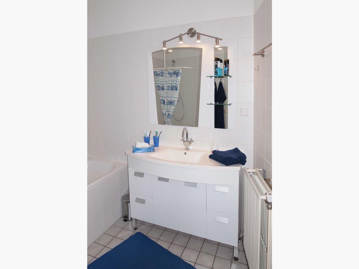 Ferienhaus aquaronde 77 ijsselmeer frau isolde lang for Badezimmer mit dusche und wanne