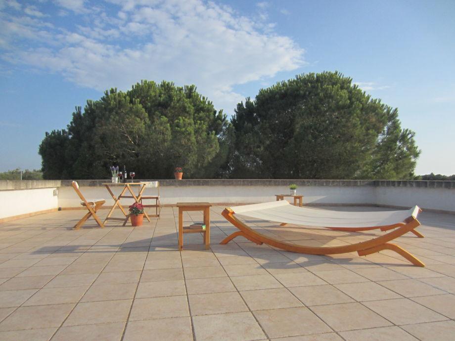für die Sonnenanbeter: die große Dachterrasse