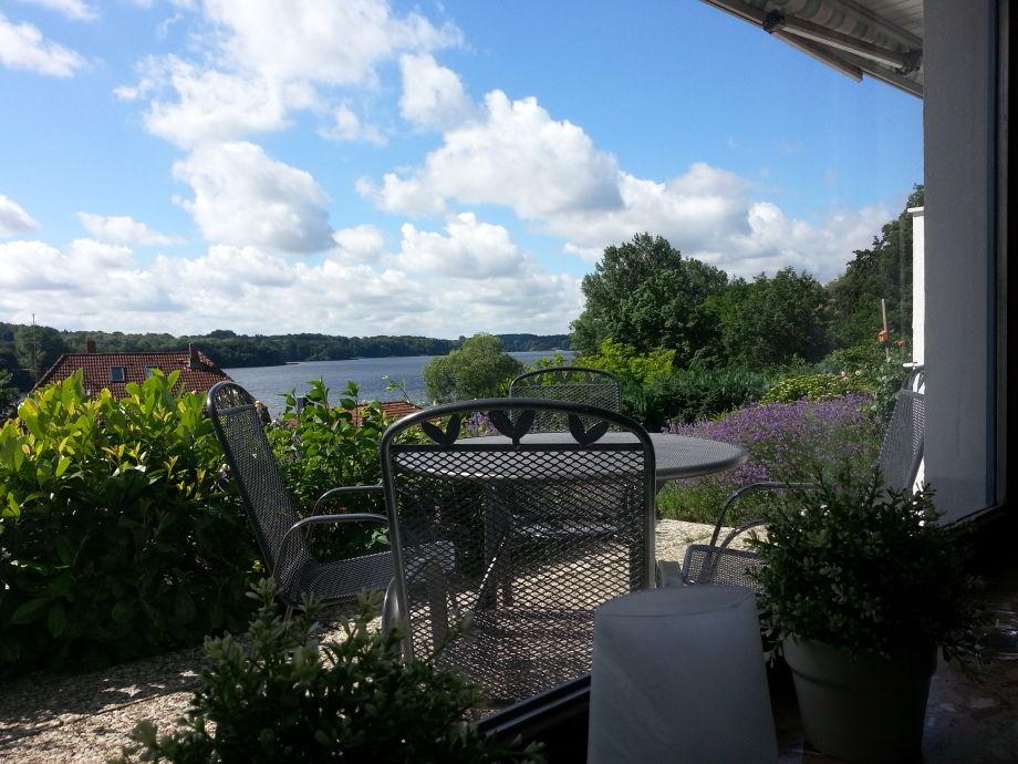 Herrlicher Seeblick von Terrasse und Wohnzimmer