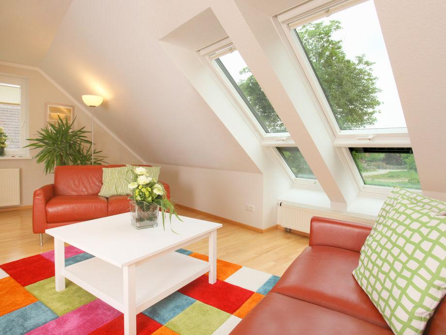 Wohnzimmer mit großen Panoramafenstern
