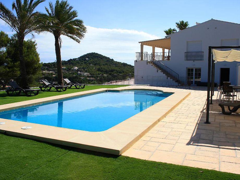 Villa Vista al Mar with swimming pool