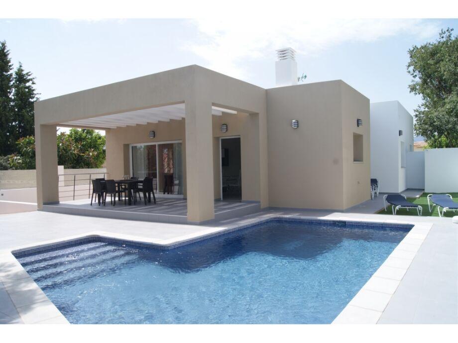 Ferienhaus und Pool