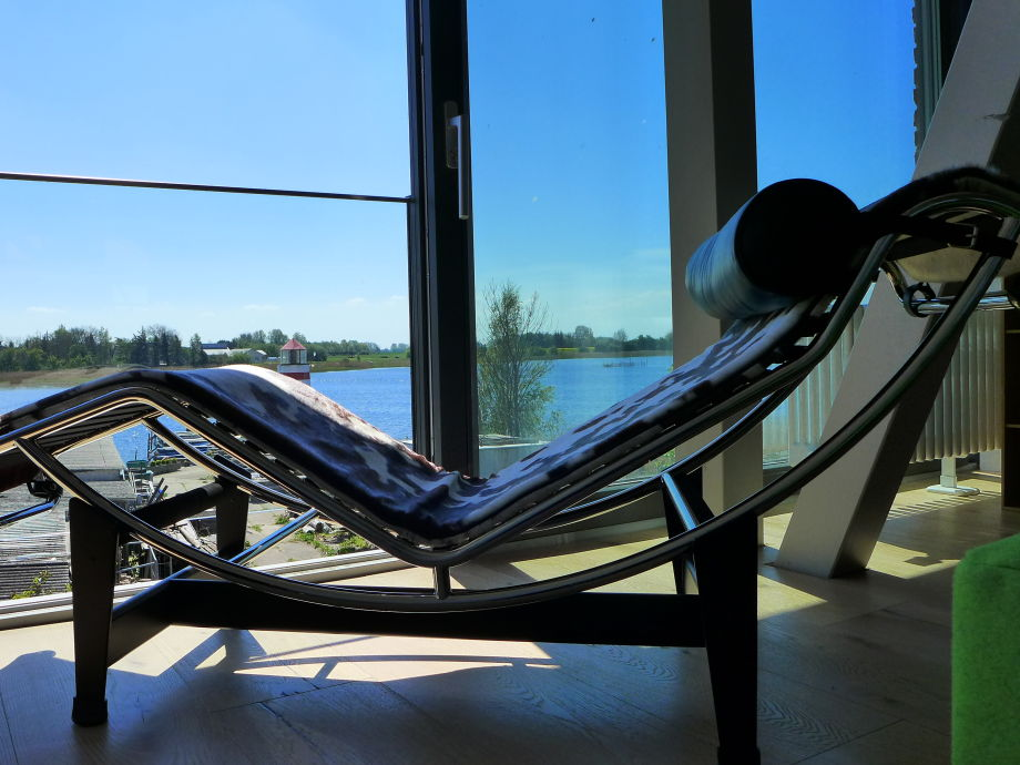entspannt liegen