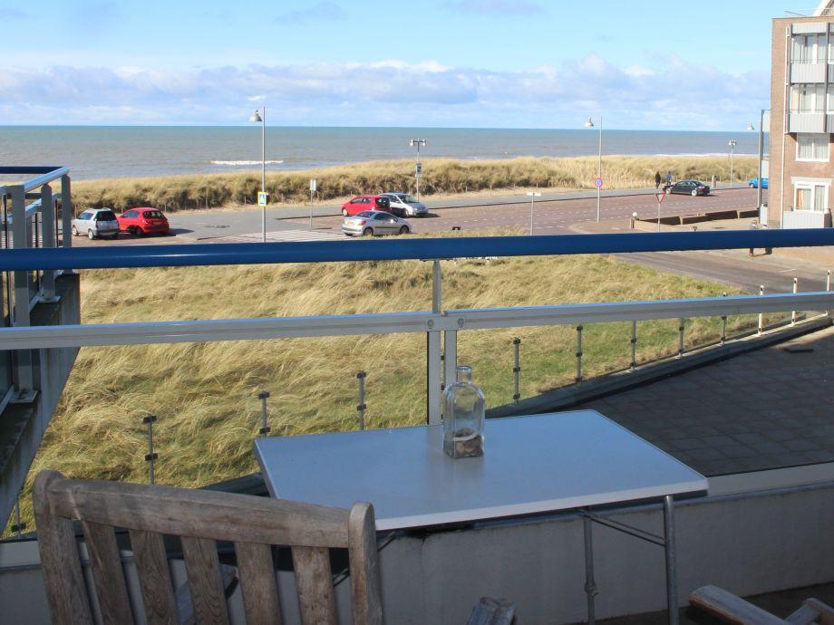 Vom Balkon einen prachtvollen Blick auf das Meer