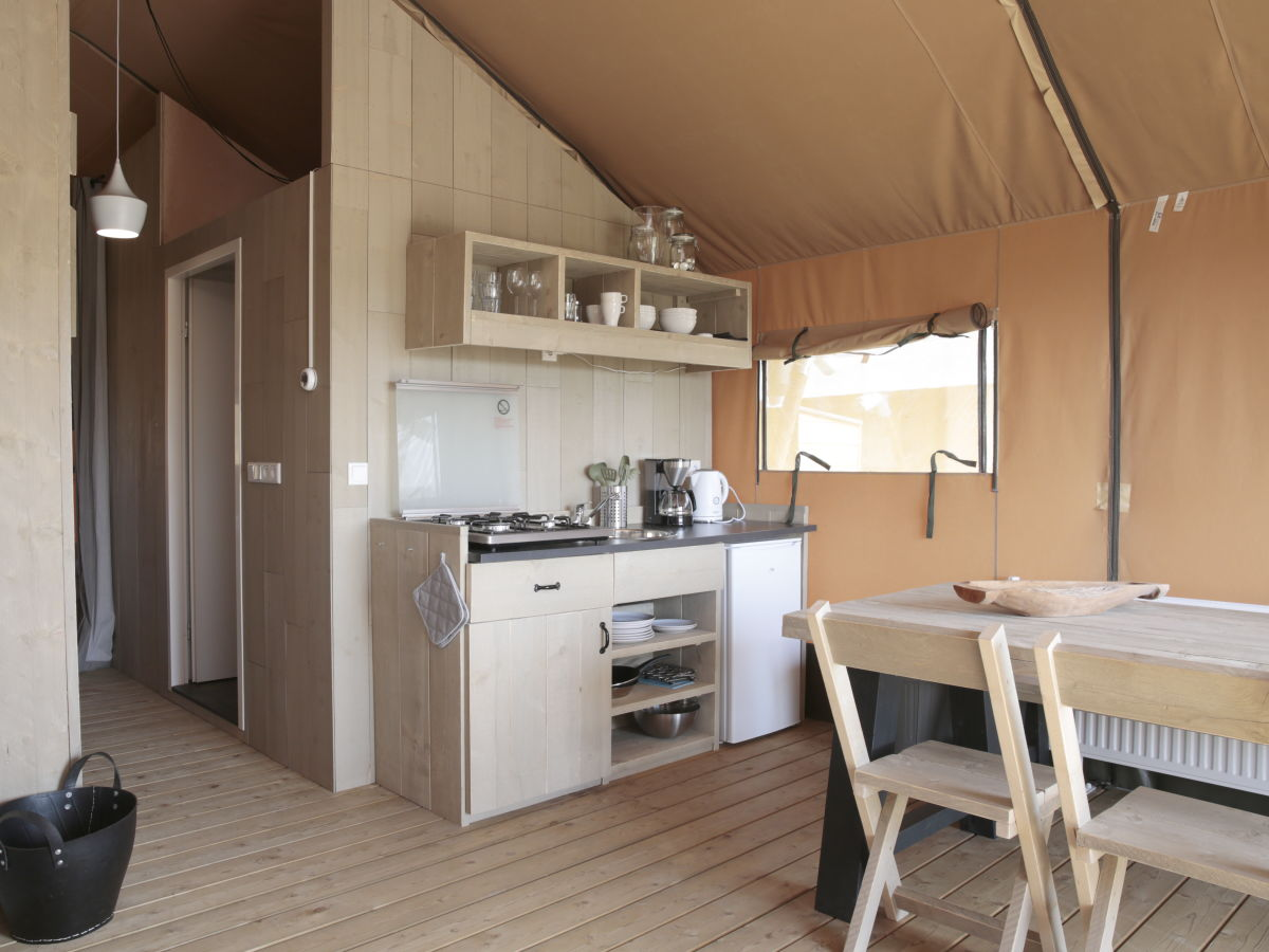 ferienhaus luxus safarizelt nur 100 meter vom strand. Black Bedroom Furniture Sets. Home Design Ideas