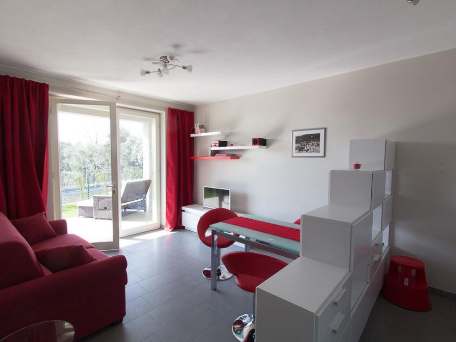 Wohnzimmer mit Blick auf die Veranda