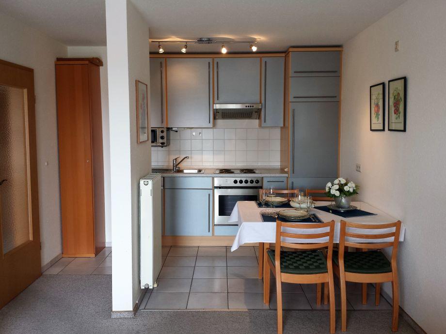 Essbereich vor der Küchenzeile